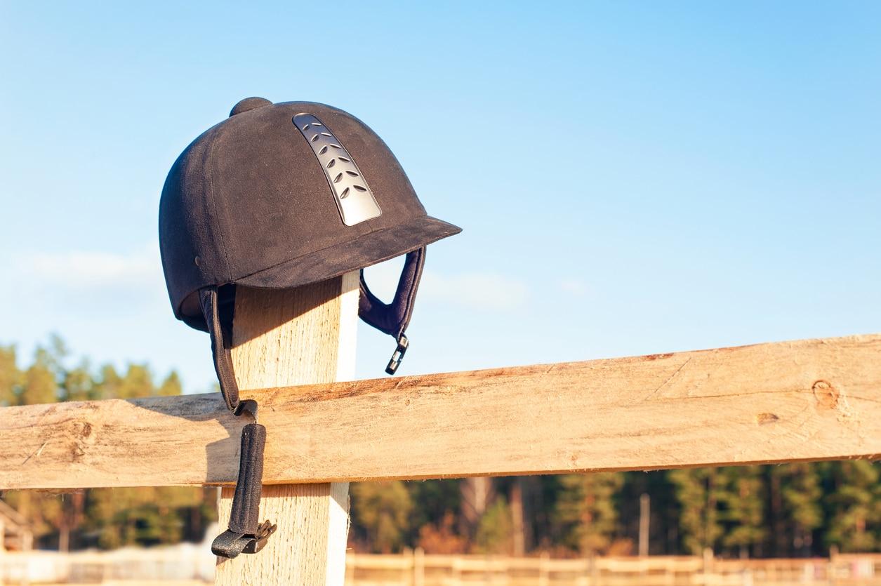 un casque d'équitation